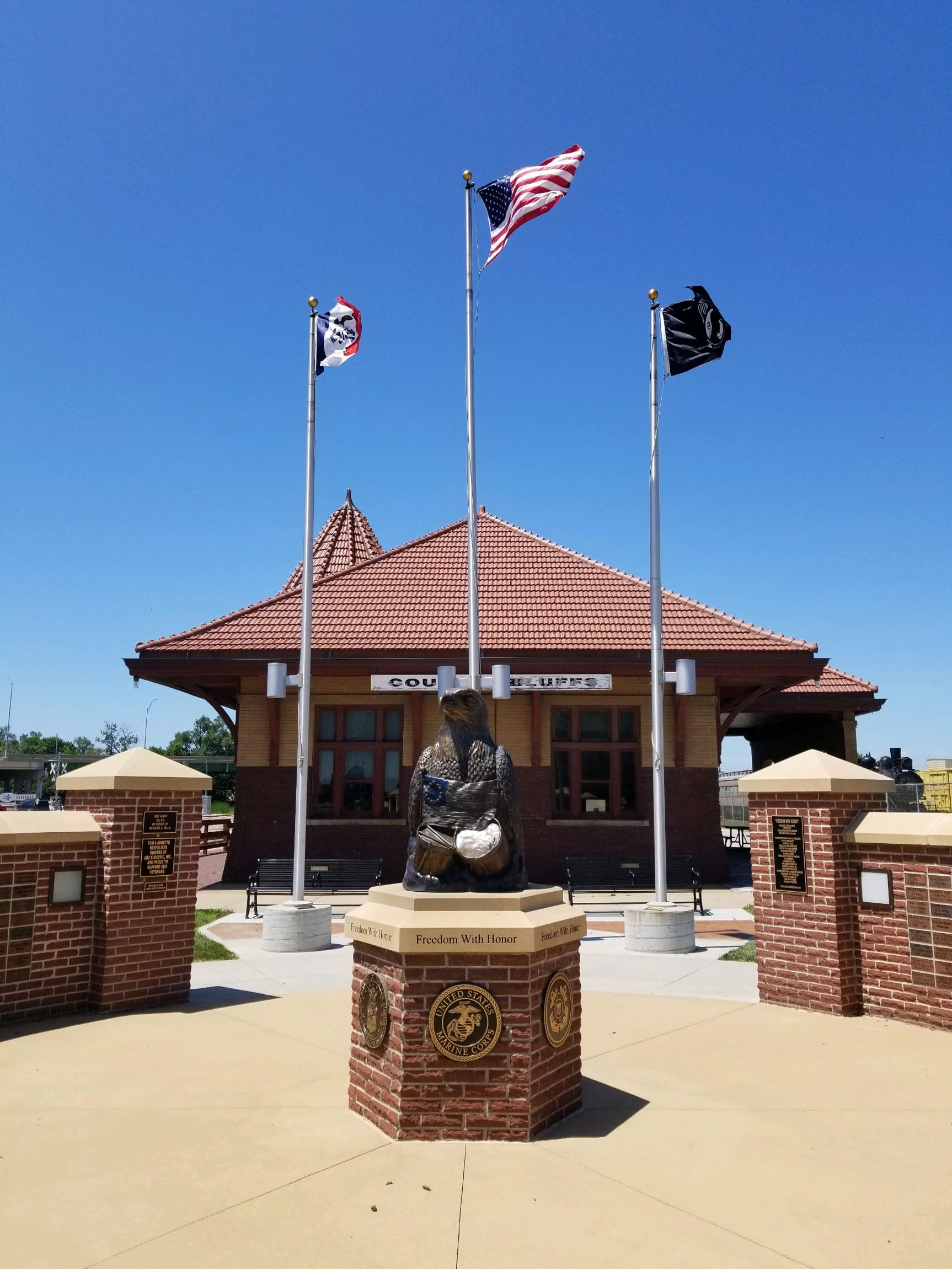 Eagles of Honor Monument 02